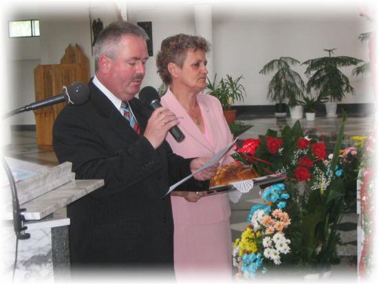 Powitanie w Sanktuarium z chlebem i kwiatami